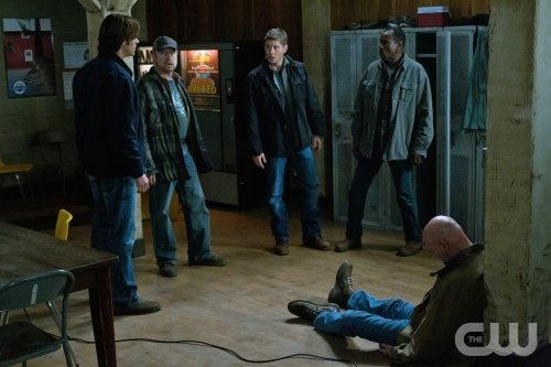 """---And then there were none"" - Jared Padalecki as Sam, Jim Beaver as Bobby, Jensen Ackles as Dean, Steven Williams as Rufus, Mitch Pileggi in SUPERNATURAL on The CW. Photo: Jack Rowand/The CW ©2011 The CW Network, LLC. All Rights Reserved."