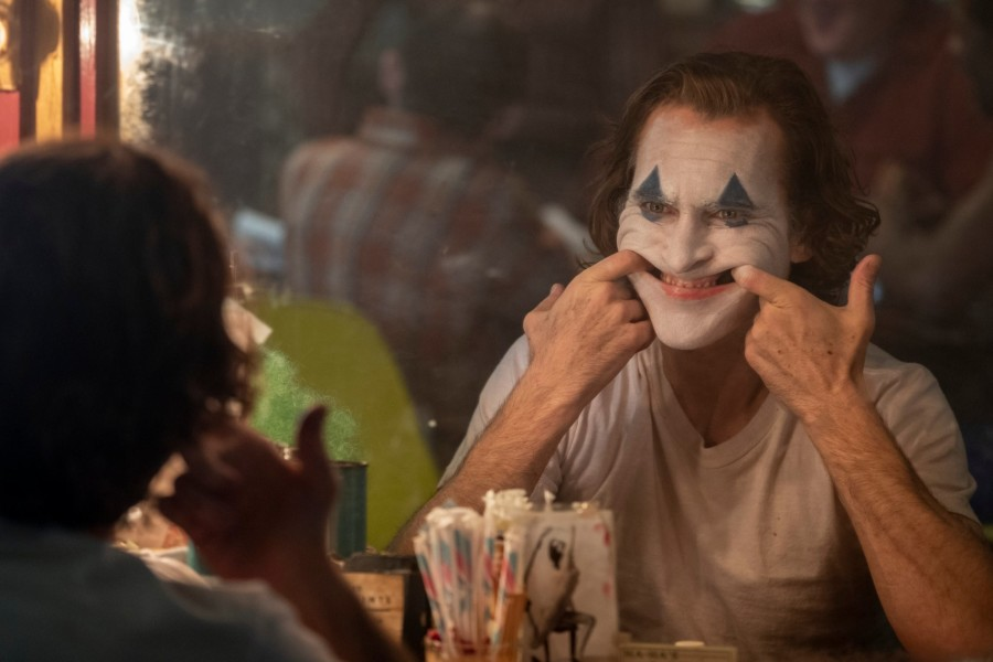 la sonrisa de joker phoenix